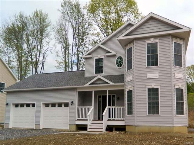 4 BR,  2.50 BTH  Colonial style home in Rock Tavern